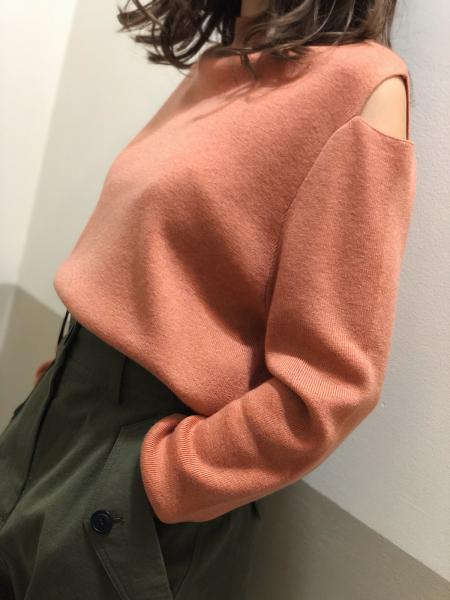 SHOULDER SLIT KNIT
