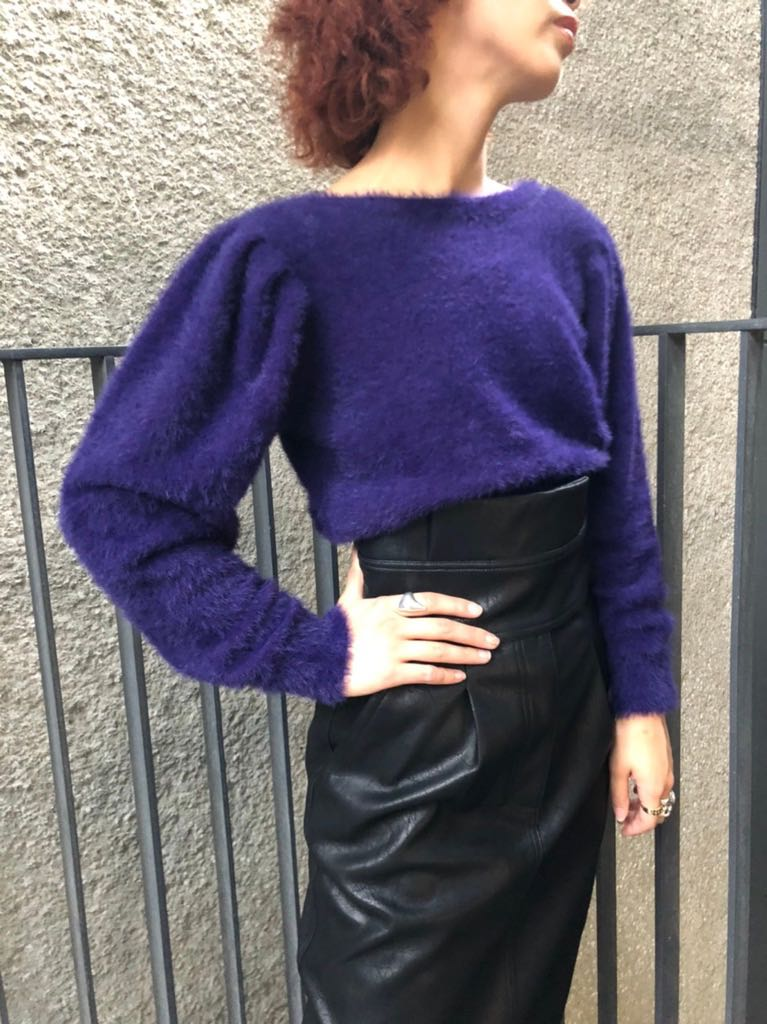 BACK SIDE V-NECK SWEATER WITH PEARL